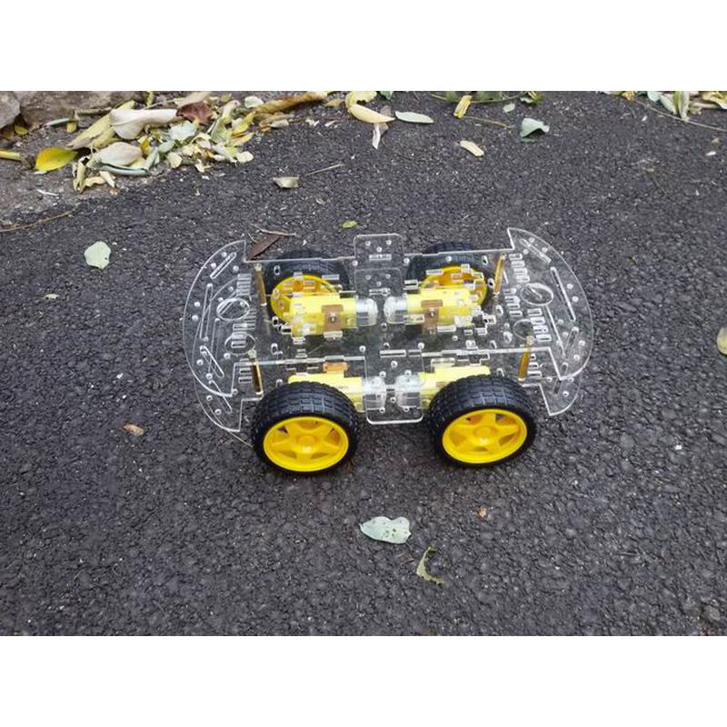 Plate-forme robotique, 4 roues motrices, 2 étages en acrylique