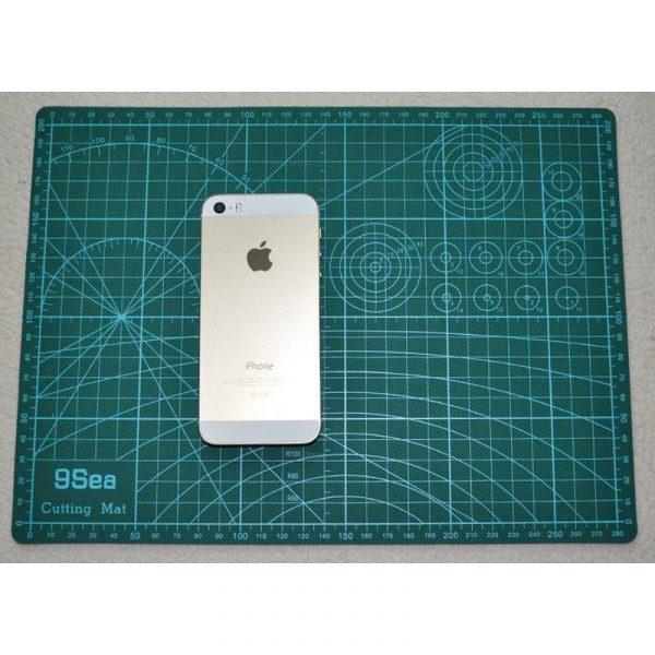 9Sea-A4 - Plaque de découpe 300x200x3mm, résistante à la coupe, surface quadrillée Vert/Blanc